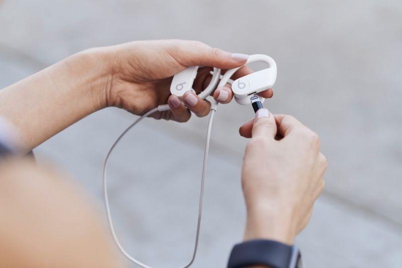 Beats Powerbeats4 lanzado con un nuevo diseño, una batería mejorada y un precio más bajo