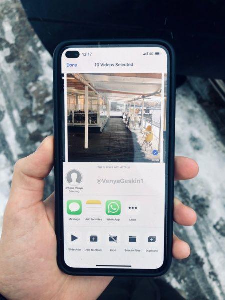 Concepto Imagina un iPhone sin pestaña con diseño de cámara de agujero de perforación