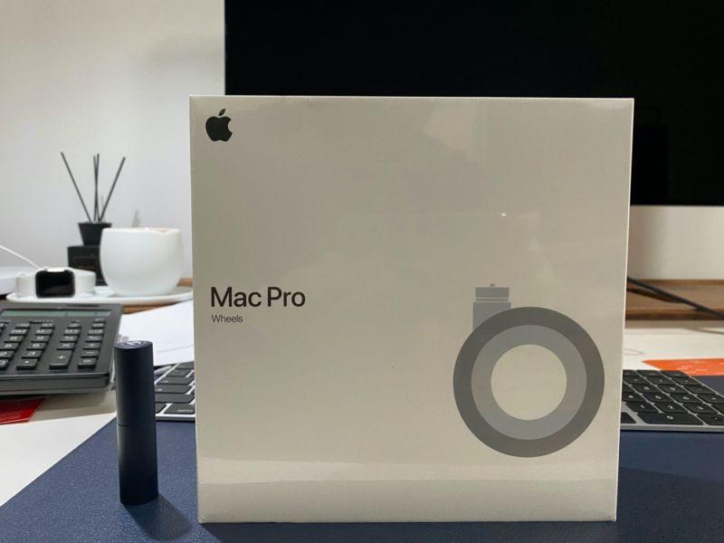 Esto es lo que parece el embalaje del kit de ruedas del Apple Mac Pro Wheels de 699 dólares